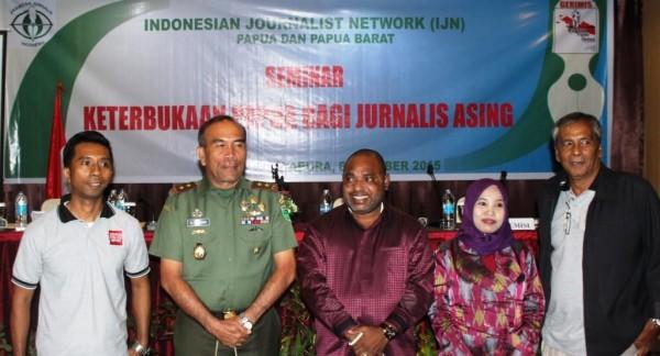 Foto Bersama : IJN, Pangdam, Jimy J (DPRP), DR.Nahria & Amir Siregar (Moderator)