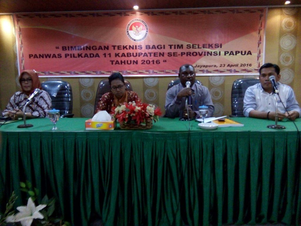 Bawaslu Papua Saat Melakukan Pembekalan Kepada Tim Seleksi 11 Kabupaten Kota