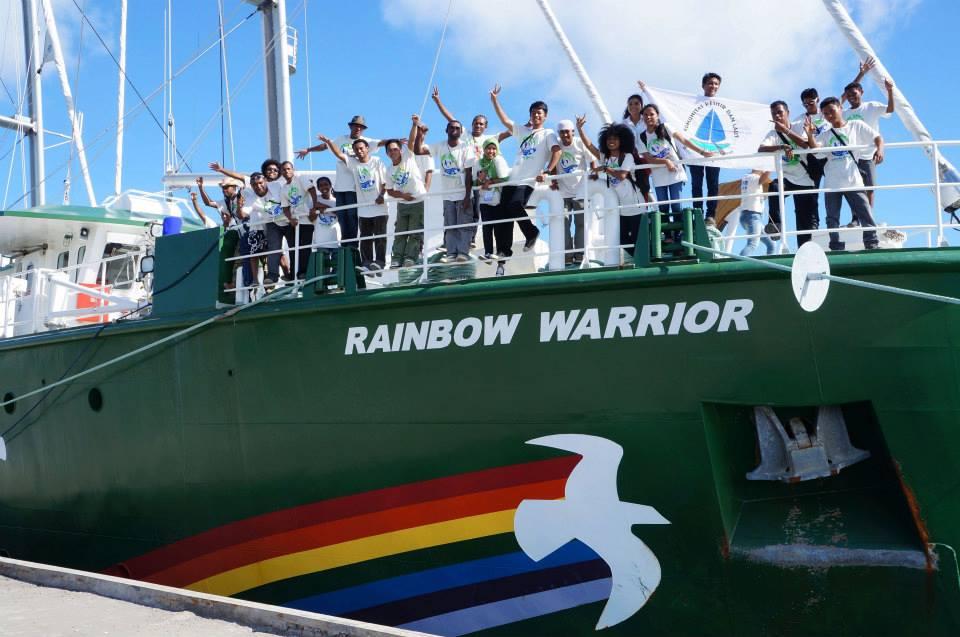GSBI Serukan Penyelamatan Manusia Dan Hutan Papua Di Depan Raibow Warrior III