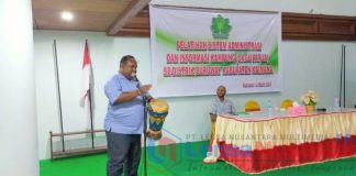 Kepala Distrik Buruway Arsad Watora dan Staf Jerat Papua Jimy Beay Saat membuka Pelatihan SAIK ( Sagu Papua )