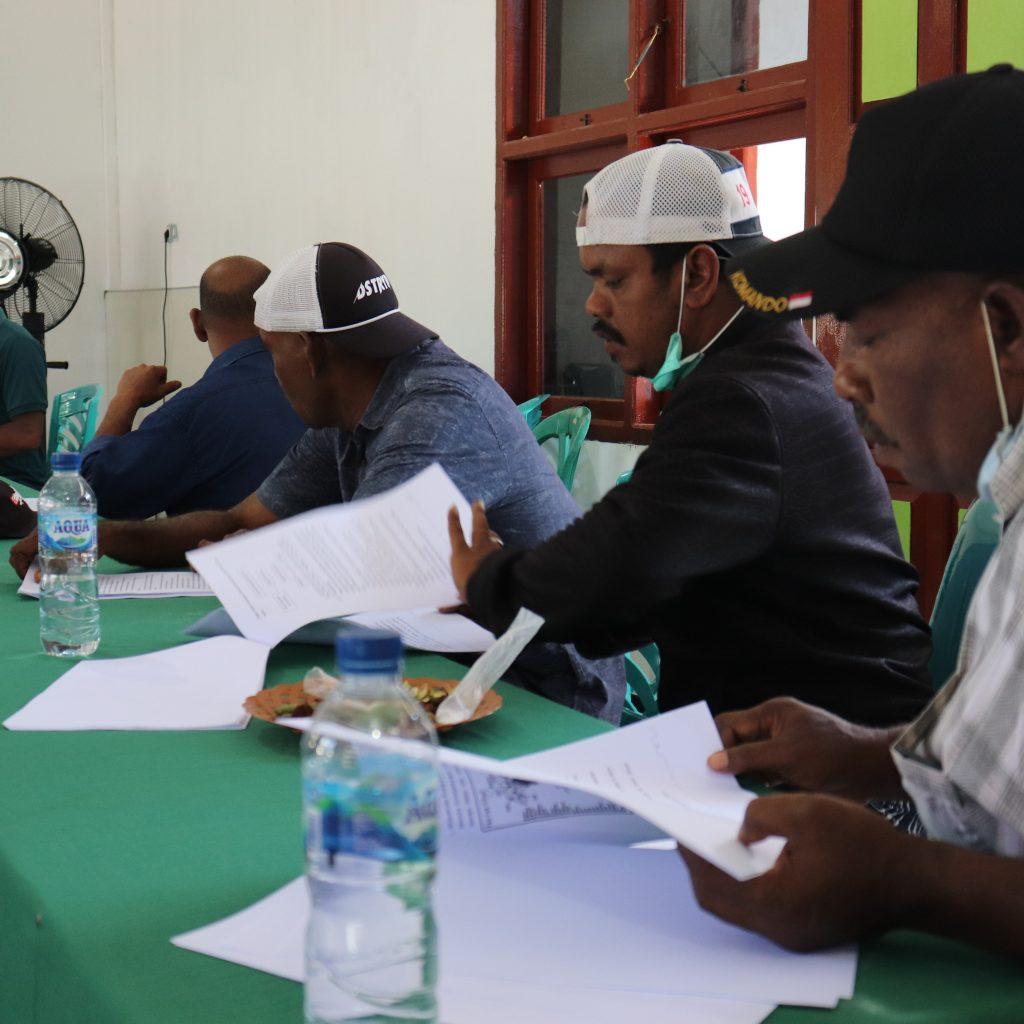 Masyarakat Adat Suku Koiway Saat melakukan verifikasi dan Idetifikasi Kajian Naskah Akademik yang di Lakukan Jaringan Kerja Rakyat Papua (JERAT PAPUA) Foto Nesta Makuba ,,.JPG