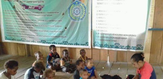 Aktifitas Belajar di Sekolah Kampung di Kabupaten Yahukimo Papua (Foto : Nesta / Jeratpapua.org)
